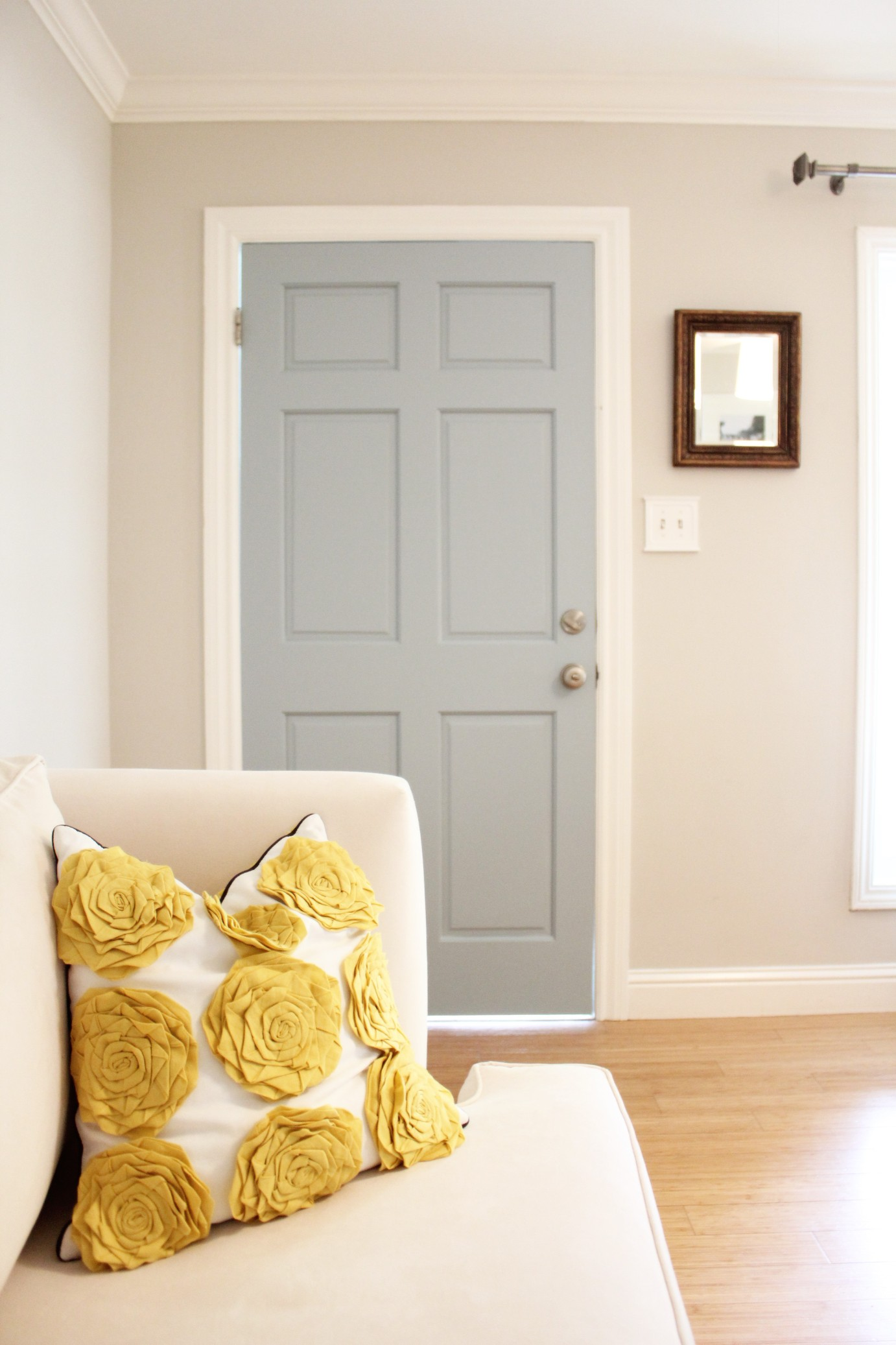 Our pretty blue door 346 living for Pretty interior house colors
