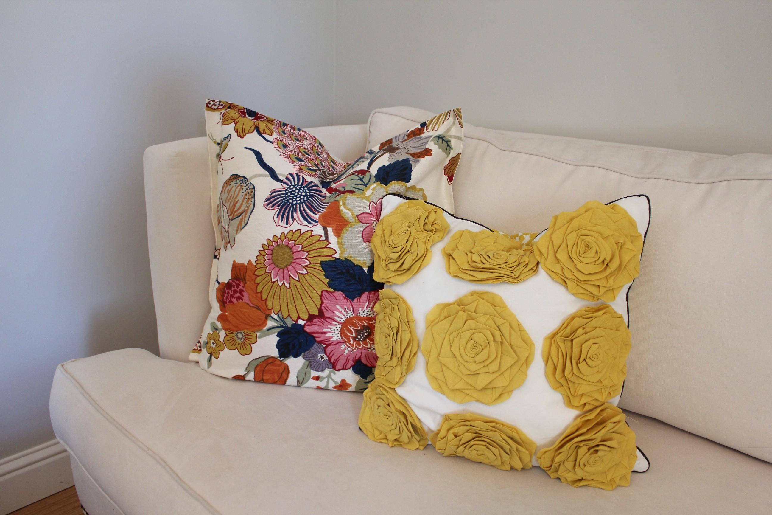 diy no sew pillow 346 living. Black Bedroom Furniture Sets. Home Design Ideas