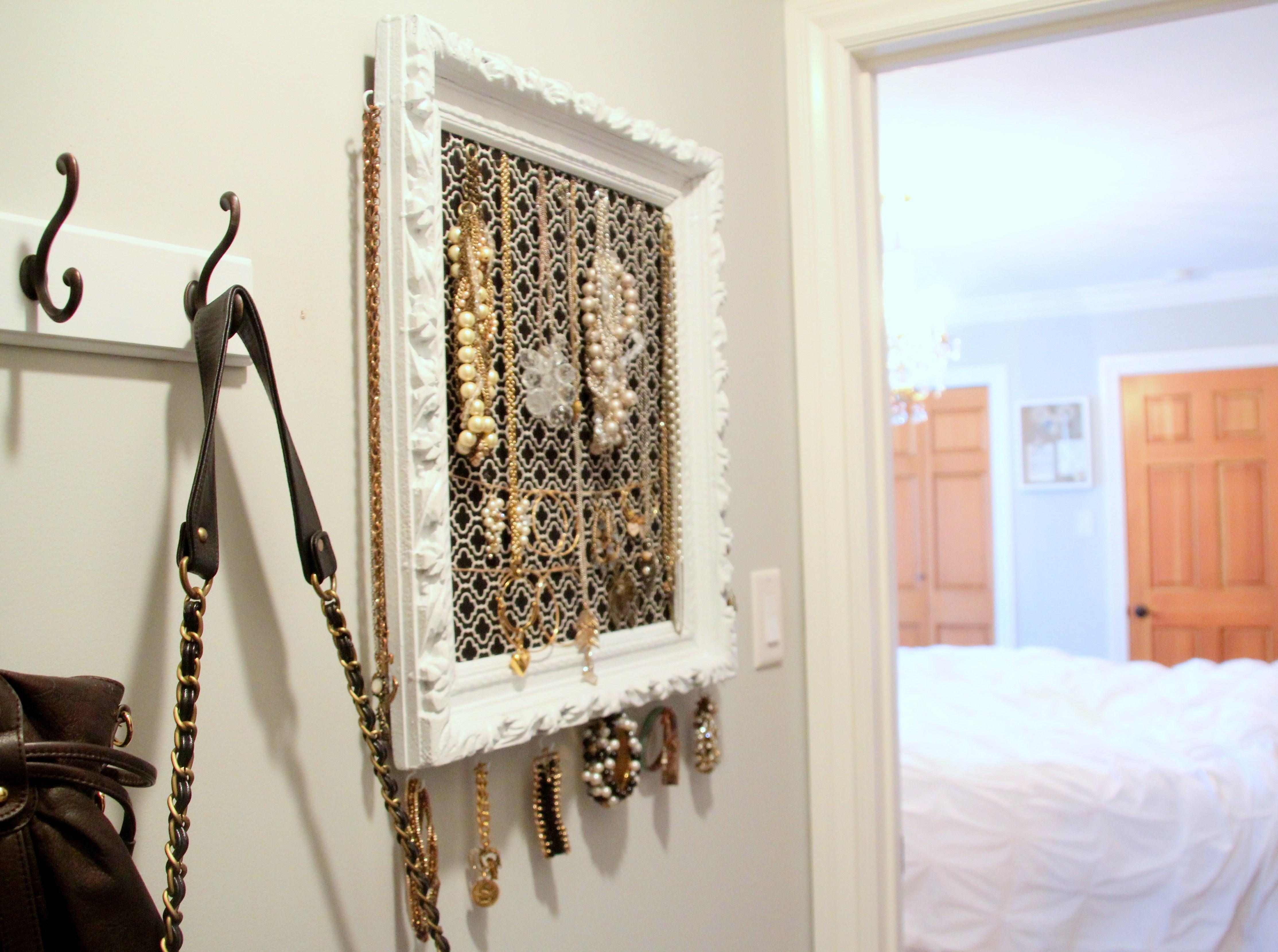 diy vintage frame jewelry organizer 346 living. Black Bedroom Furniture Sets. Home Design Ideas